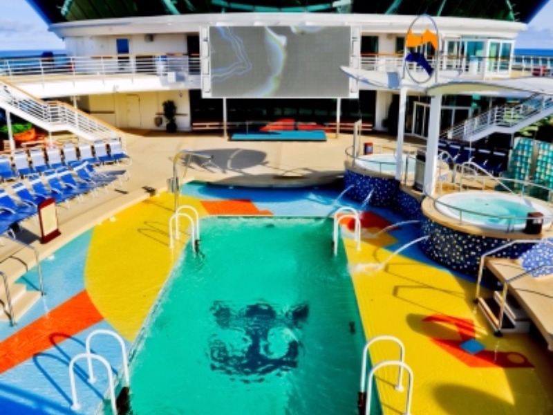 Radiance of the seas croisi res en direct for Aspirateur piscine geant casino